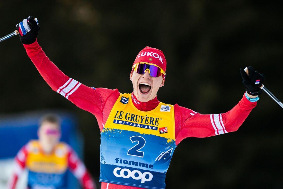 Alexander Bolshunov jublar som segrare av Tour de Ski 2019-2020. FOTO: Bildbyrån/Daniel Bergeld.