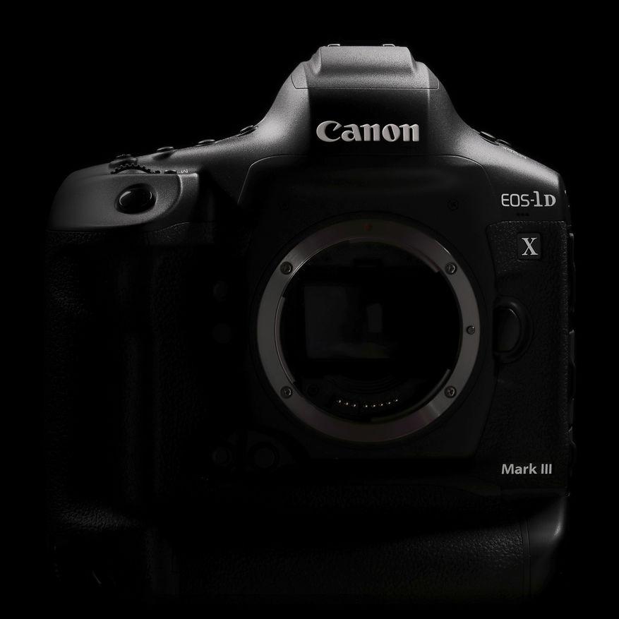 EOS-1DXMkIII_Black_FRT_Canon EOS 5D Mark IV_ISO 800_1-25 sec at f - 11
