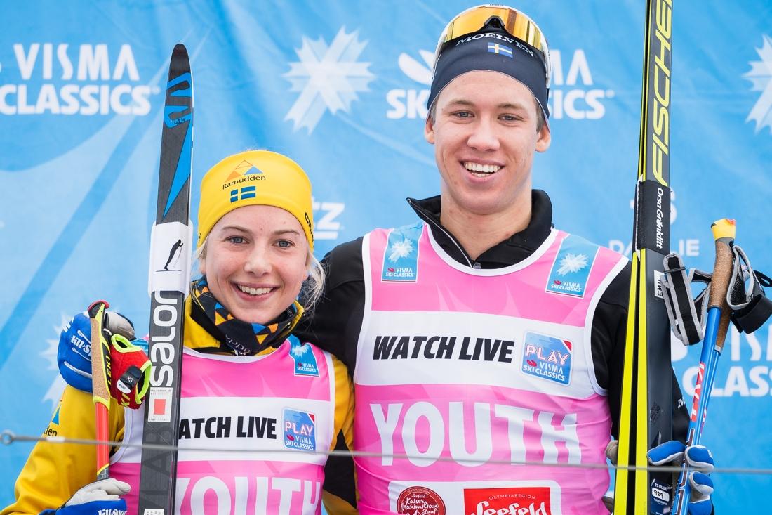 Svenskt i topp i kampen om den rosa ungdomsvästen. Ida Dahl och Emil Persson. FOTO: Visma Ski Classics/Magnus Östh.