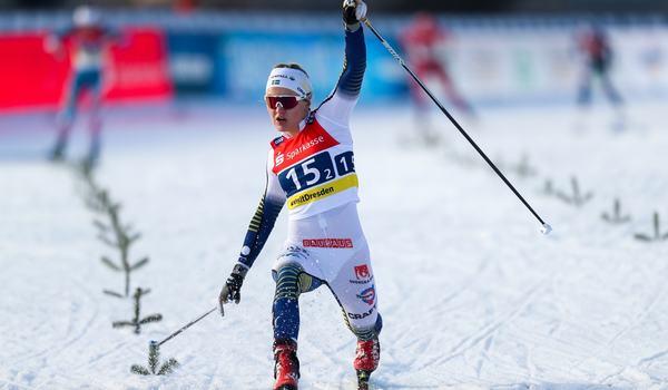 Linn Svahn satte målgången och förde Sverige till seger på sprintstafetten i Dresden. FOTO: Bildbyrån - GEPA PICTURES/Philipp Brem.