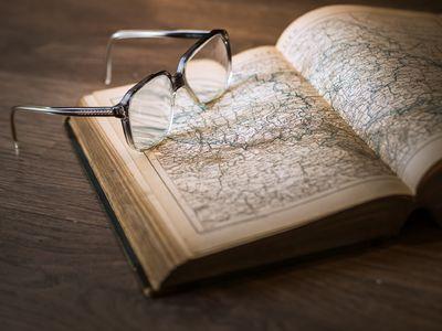 bok med briller