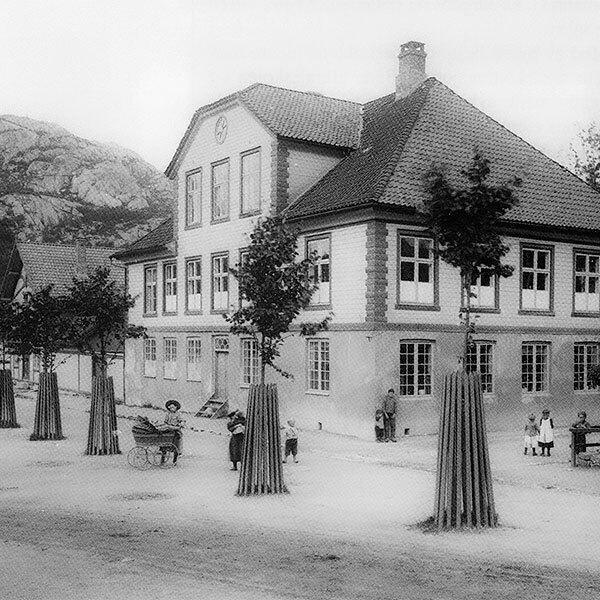 Skrivergården i sort hvit