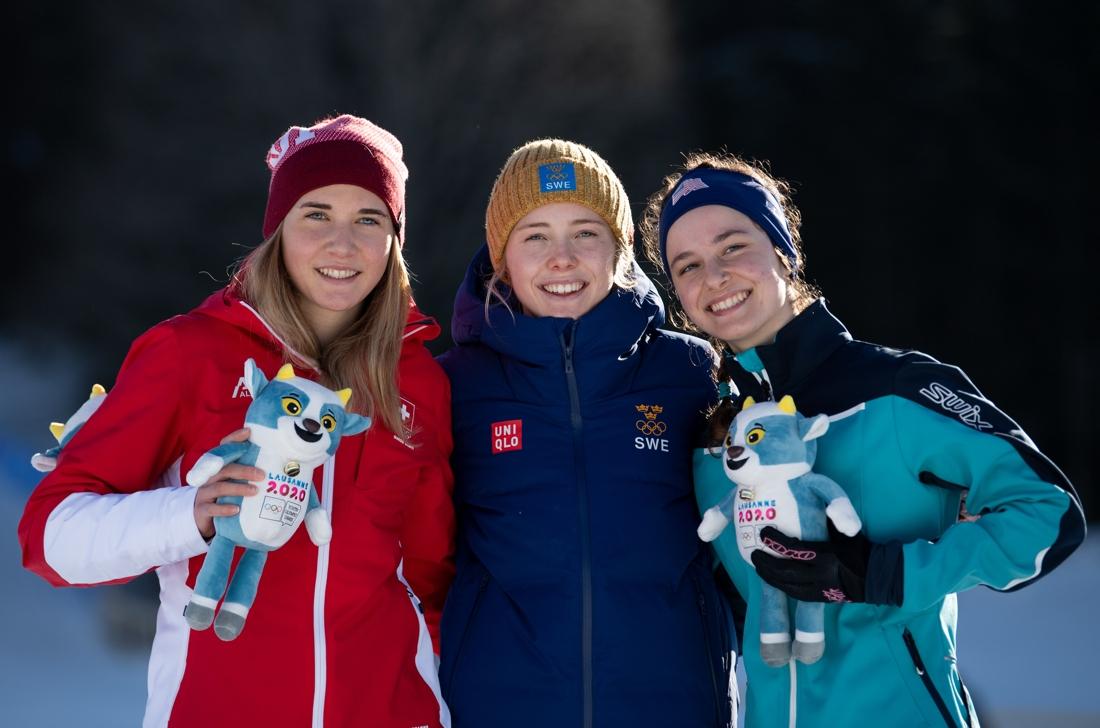 Märta Rosenberg i mitten omgiven av Siri Wigger från Schweiz och Kendall Kramer, USA. FOTO: Bildbyrån - IOS/Joel Marklund.
