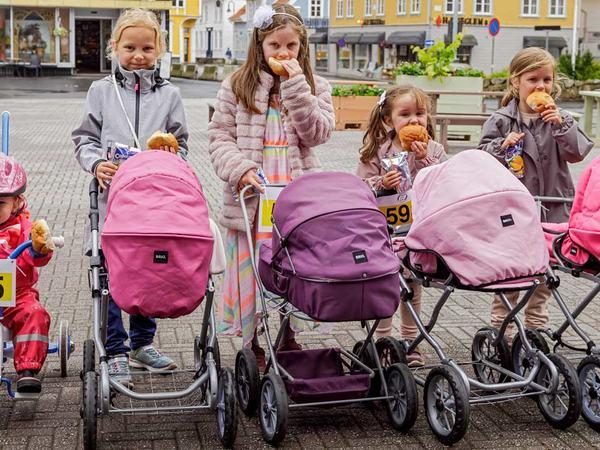 Barn på torget