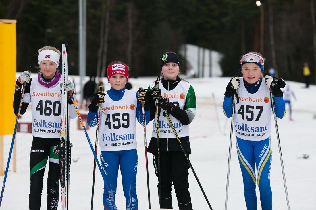 Fyra av tjejerna i D11-12-klassen på Tunaloppet: Kerstin Lövgren, Falu IK, Elin Bergman, IFK Mora, Ella Limberg, Lima och Elsa Norgren, Domnarvet. FOTO: Rikard Claesson.