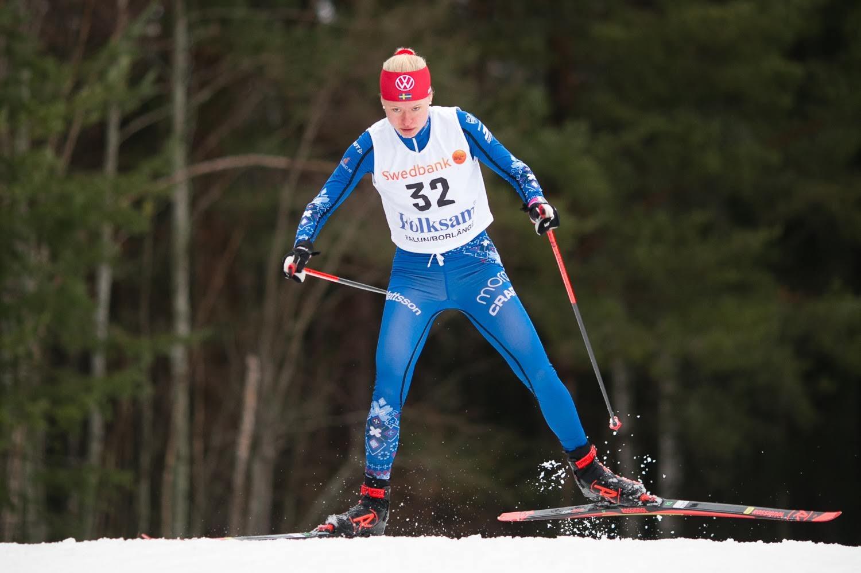 Tilda Östberg på väg mot seger i D 17-20. FOTO: Rikard Claesson.
