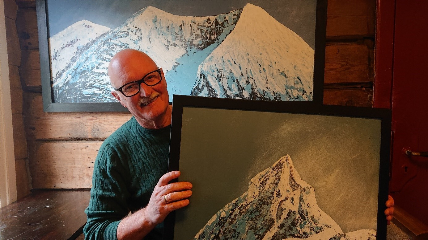 Lars Galdal og maleri.jpg
