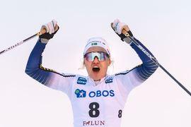 Linn Svahn jublar över sprintsegern inför en jublande hemmapublik i Falun. FOTO: Bildbyrån/Simon Hastegård.