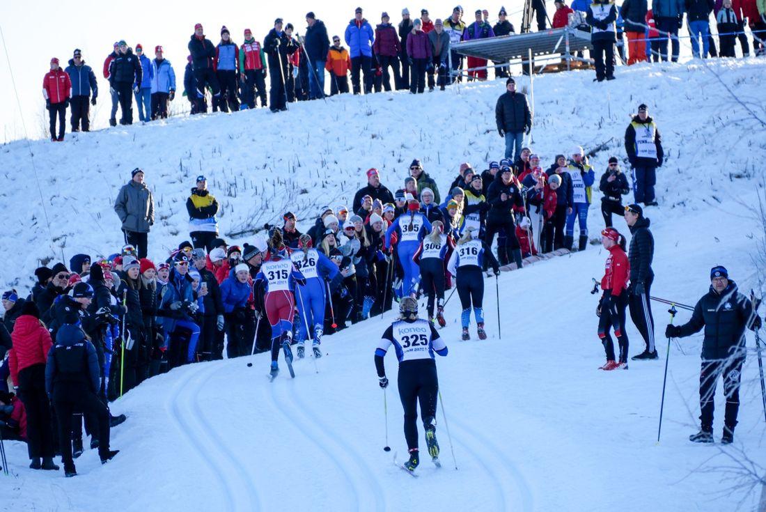 Härlig stämning under USM-tävlingarna i Matfors i helgen i den så kallade TV-backen. FOTO: Matfors SK.