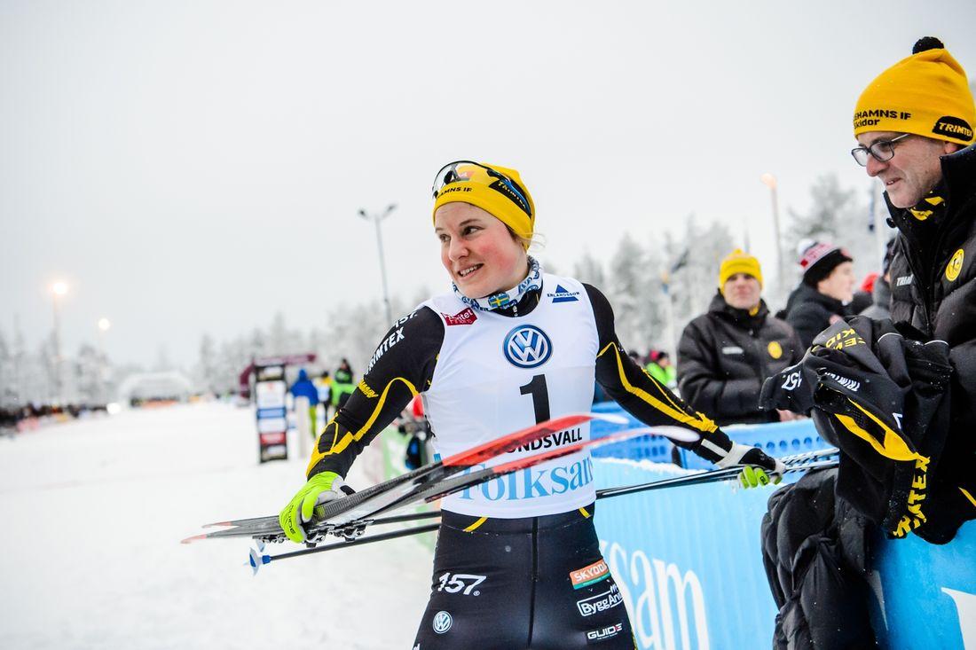 Hanna Falk gör comeback i skidspåret vid veckoslutets Volkswagen cup i Lycksele. Här är Hanna med pappa Johan vid SM-veckan i fjol. FOTO: Bildbyrån/Simon Hastegård.