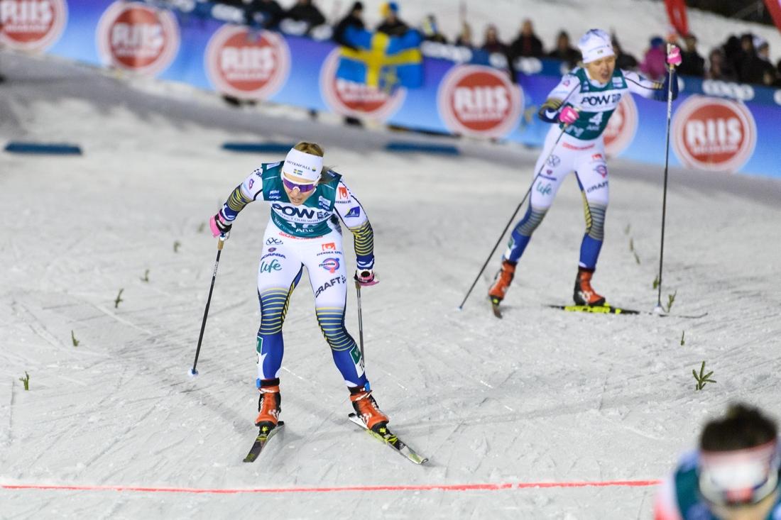 Jonna Sundling och Linn Svahn närmar sig mållinjen. FOTO: Bildbyrån/Carl Sandin.
