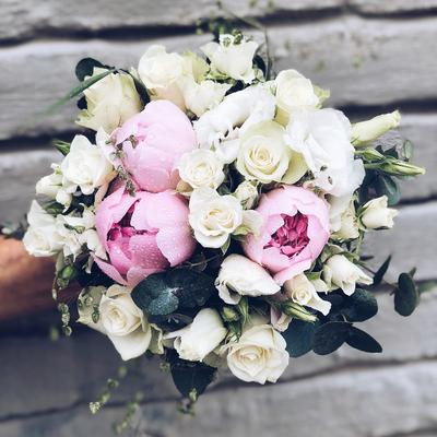 Brudebukett-med rosa-peoner_1080x1080