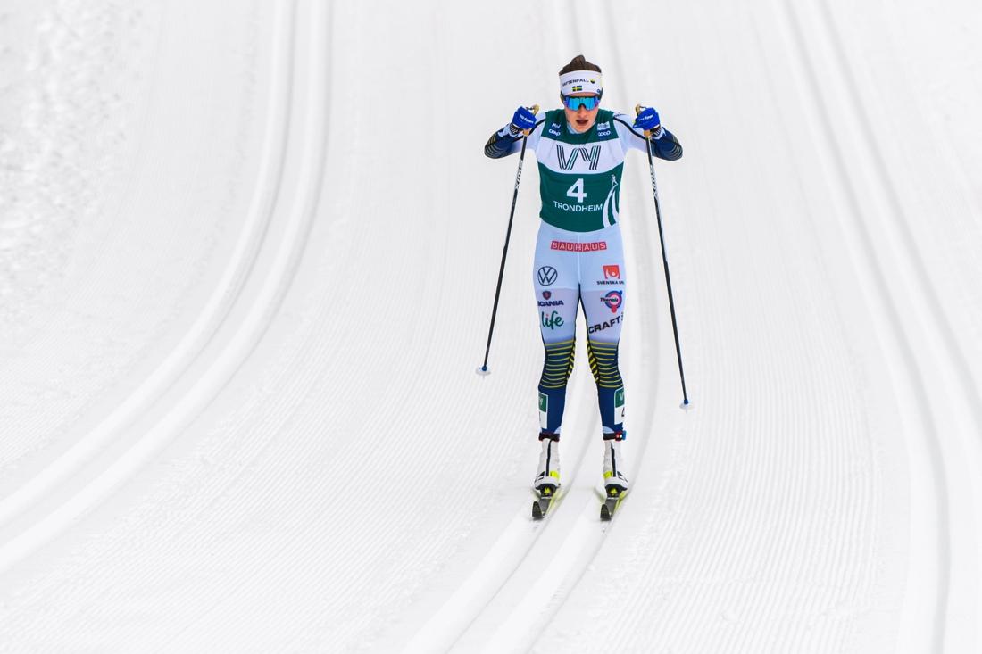 Ebba Andersson på väg mot fjärde plats i Ski Tour 2020. FOTO: Bildbyrån/Vegard Wivestad Grött.