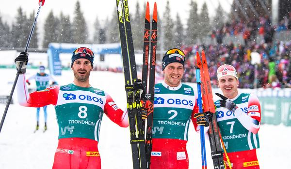 Tvåan Hans Christer Holund, segraren Pål Golberg och trean Simen Hegstad Krüger efter tre mil jaktstart som avslutade Ski Tour 2020. FOTO: Bildbyrån/Vegard Wivestad Grött.