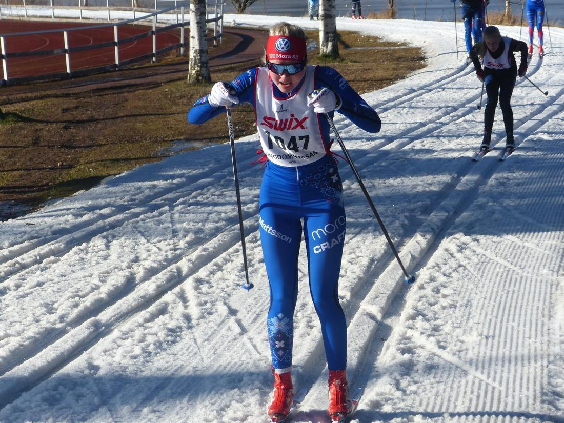 Ida Garfvé med en dryg kilometer kvar till mål och segern i 15-16-klassen. FOTO: Johan Trygg/Längd.se.