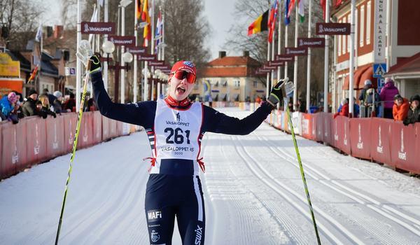 Emma Höglund i mål som snabbaste dam på Vasaloppet 45. FOTO: Vasaloppet/Ulf Palm.