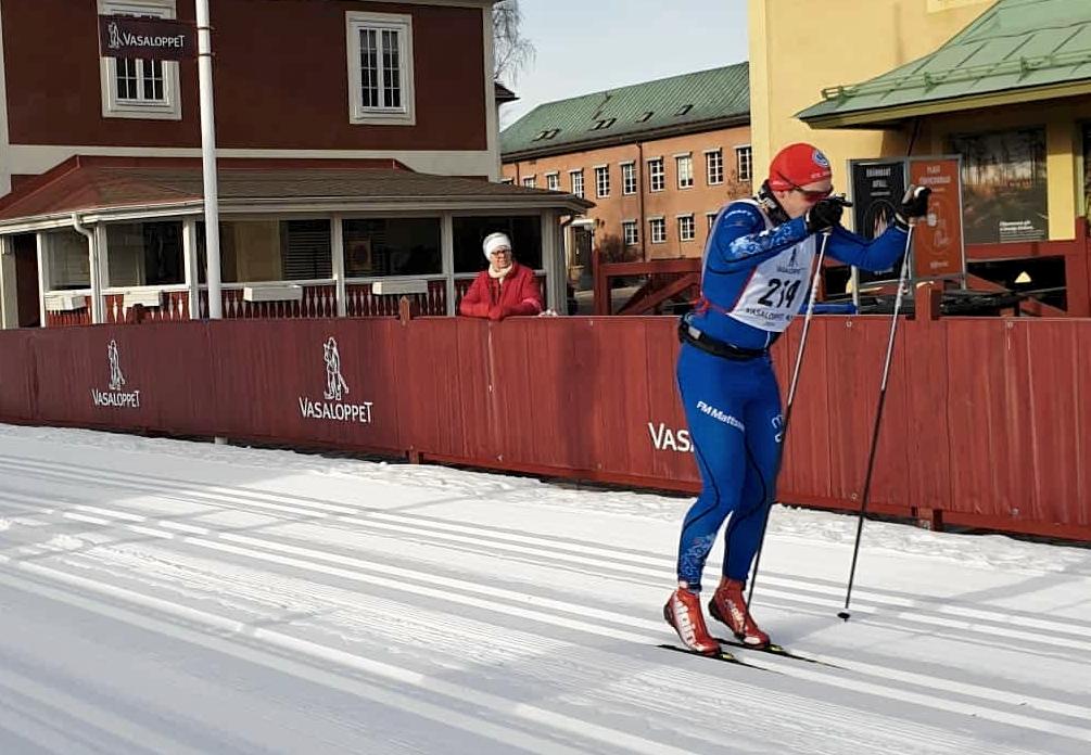 Victor Gustafsson spurtar i på målrakan i Mora. FOTO: Lisa Smedhs.