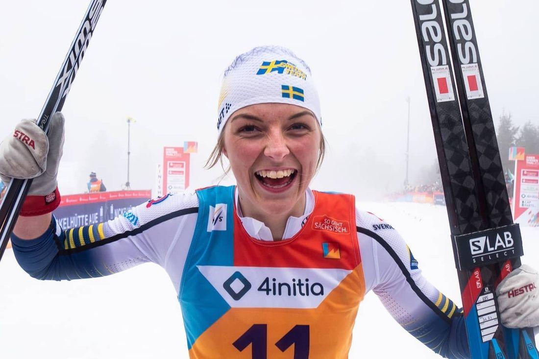 Louise Lindström slog till med guld när JVM startade med fristislsprint på lördagen. FOTO: Svenska skidförbundet.