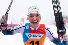 Louise Lindström blev sexa på masstarten vid JVM. Bilden från hennes seger på sprinten häromdagen. FOTO: Lukas Johansson/Svenska skidförbundet.