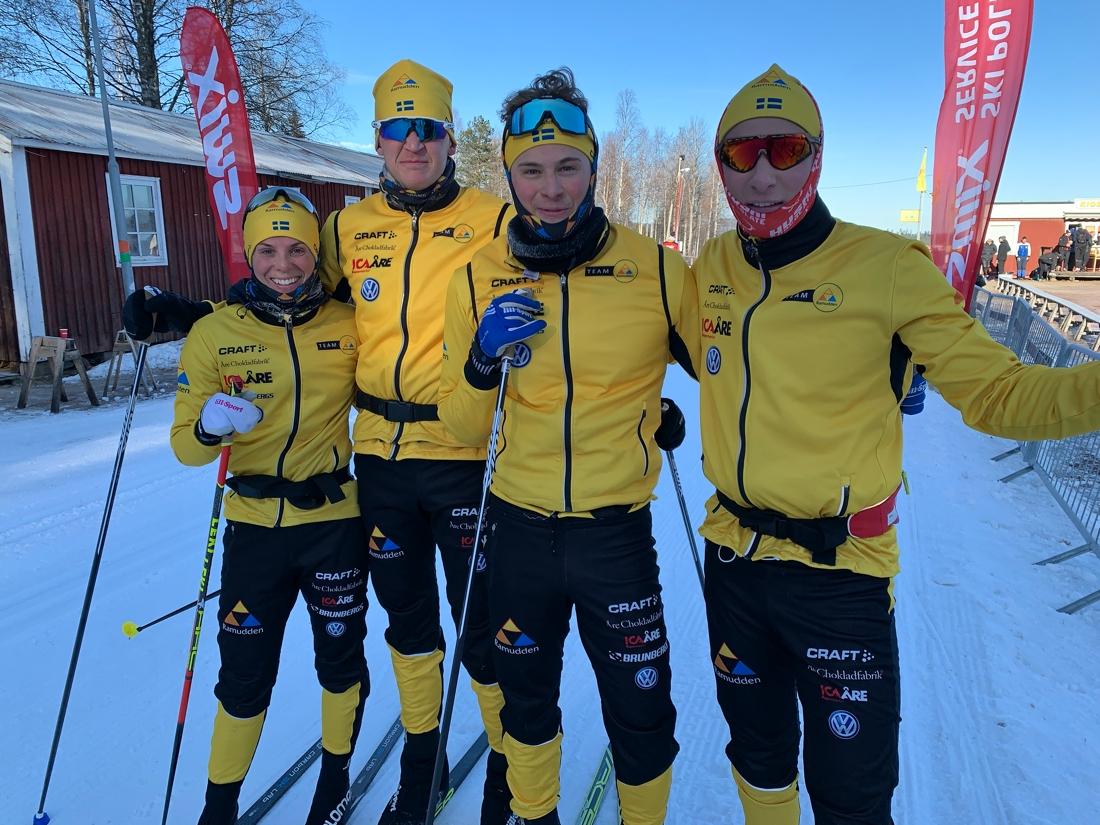 Fyra Team Ramudden-åkare i Oxberg i fredags: Lina Korsgren, Johan Persson, Olle Jonsson och Max Novak. FOTO: Johan Trygg/Längd.se.