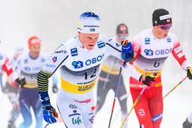 Jens Burman blev åtta på femmilen i Holmenkollen. I bakgrunden syns Johannes Hösflot Kläbo som slutade på 15:e plats. FOTO: Bildbyrån/Mathias Bergeld.