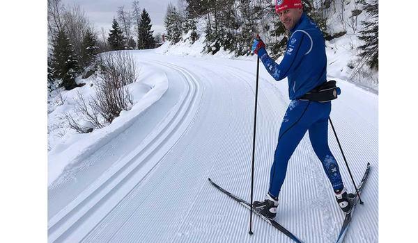 Tomas Bredberg är vinnare av Stora Skidspårspriset 2020. Här är Tomas i spåret på väg upp mot Norra Garberg.