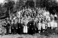 Bryllaup på Lunde med tre felespelarar, Petter Paulen, David Fløtre og Moses Paulen