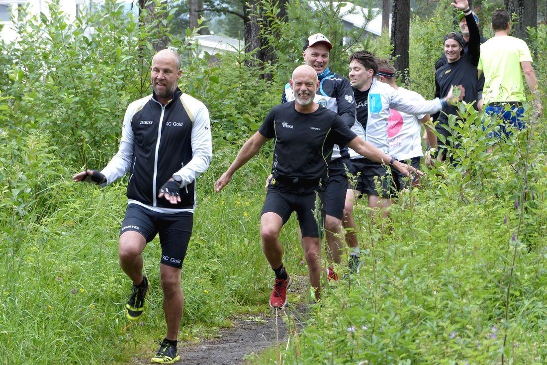 Ett glatt gäng av deltagare i Team XC Gold på läger förra sommaren. Idag öppnar anmälan för Jerry Ahrlings träningskoncept för säsongen 2020-2021. FOTO: Johan Trygg/Längd.se.