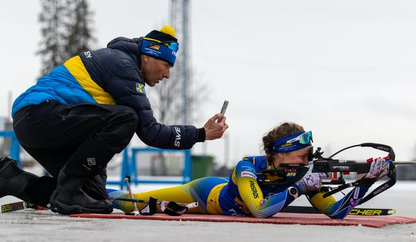 Stina Nilsson är tillbaka i träning efter sin ljumskskada meddelar hennes skyttetränare Jean-Marc Chabloz. FOTO: Håkan Blidberg/Svenska skidskytteförbundet.