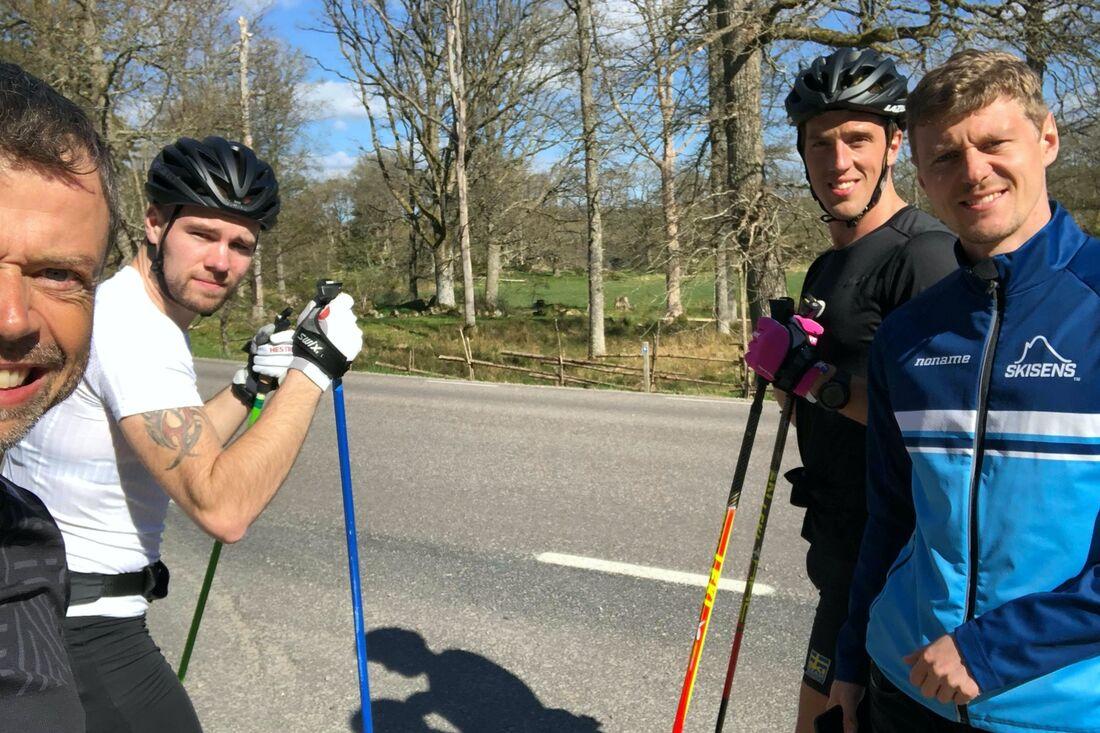 Viktor Thorn och Calle Halfvarsson har tränat tillsammans i Trollhättan den gånga veckan. Med på bilden är också tränaren Mattias Reck och Johan Högstrand från Skisens. FOTO: Mattias Reck/Guided Heroes.