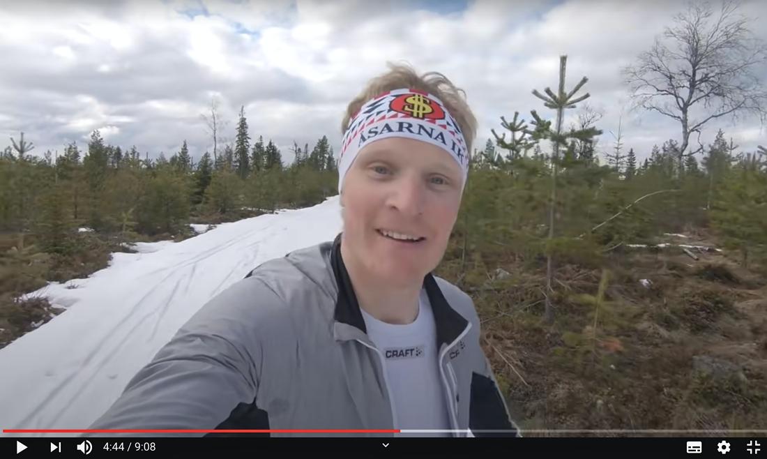 Jens har utnyttjat den sista snön som legat kvar hemma i Åsarna. FOTO: Från Jens Burmans Youtubekanal.