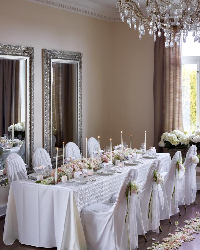 Blomster-og-dekor-til-bryllupsbordet.jpg