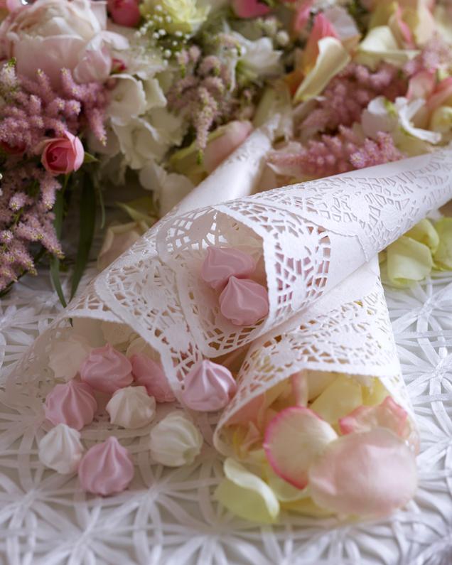 Pynt-med-godteri-på-bryllupsbordet.jpg