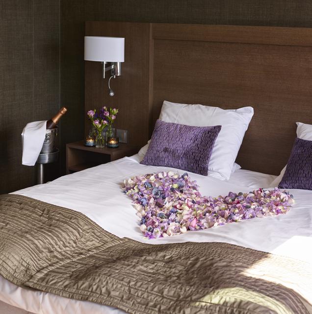 Hotell---blomster-på-rommet.jpg