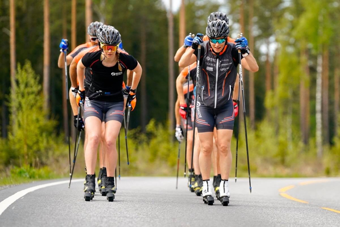 AnikkenGjerde Alnæs och Marit Björgen i front på tisdagens rullskidpass med Team Ragde Eiendom. FOTO: Børre E. Helgerud.