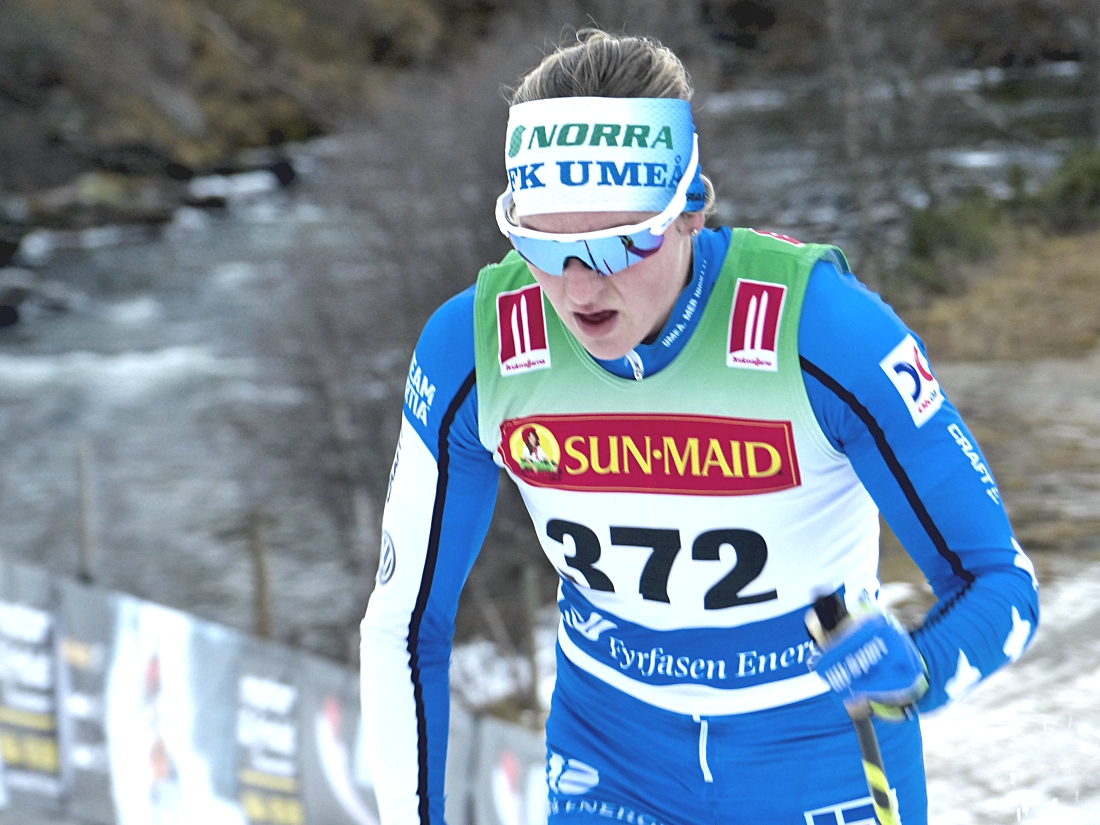 Linn Sömskar i IFK Umeås färger. Nu blir det internationell satsning på långlopp för Linn. FOTO: Johan Trygg/Längd.se.