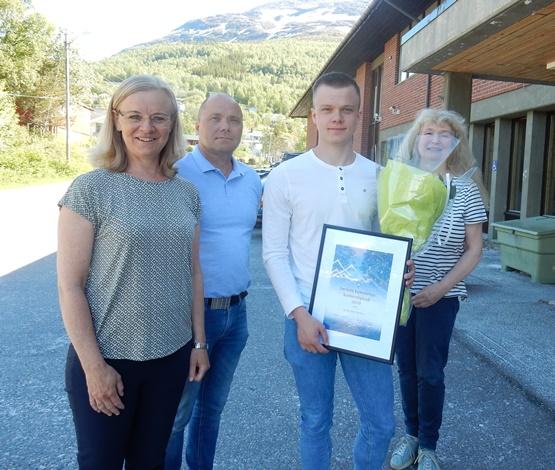Sander Myhr Bjørknes med foreldre