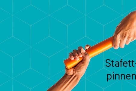 Bildet viser overlevering av en stafettpinne
