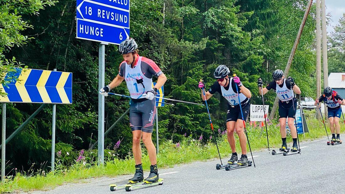 Oskar Kardin före Emil Persson, Johan Ekberg och Jens Burman på onsdagens träningsrace vid skidtunneln i Gällö.