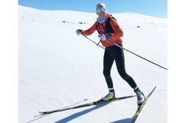 Ebba Andersson på skaren under en av vårens många fina skidturer med framtida segrar i sikte. FOTO: Privat.