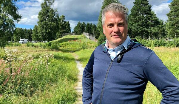 Johan Eriksson med Auklandbron i bakgrunden. FOTO: Vasaloppet/Alexander Winther.