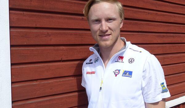 Oskar Svensson ser fram emot vintern och VM i Oberstdorf. Den klassiska sprintbanan passar honom som hand i handske. FOTO: Johan Trygg/Längd.se.
