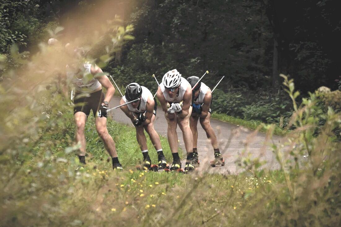 Det blir säkerligen flera tuffa intervaller på rullskidbanan i Torsby framöver, precis som under senaste lägret. FOTO: Lukas Johansson/Svenska skidförbundet.