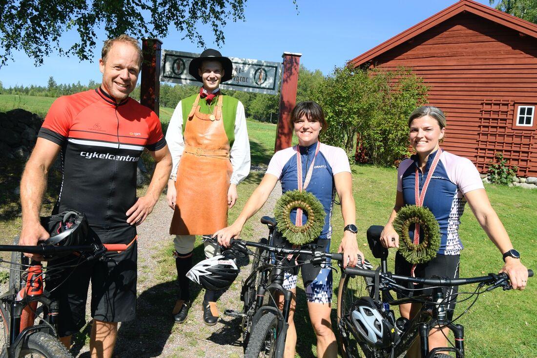 Daniel Tynell, Daniel Duhlbo, Susanna och Jenny Kallur efter genomförd Hemmavasan Cykel 45 den 15 augusti 2020. FOTO: Vasaloppet/Ulf Palm.