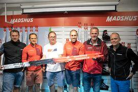 Jörgen Brink omgiven av ett gäng svenskar i hög grad involverade i det norska skidmärket Madshus. Fr.v. Thobias Fredriksson, John Vikman, Per Wiik, Dan Marsch och Nils Hult.