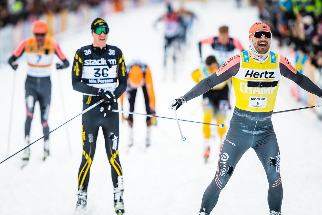 Nils precis bakom Andreas Nygaard med före Anders Aukland och Max Novak i bakgrunden. FOTO: Visma Ski Classics/Magnus Östh.