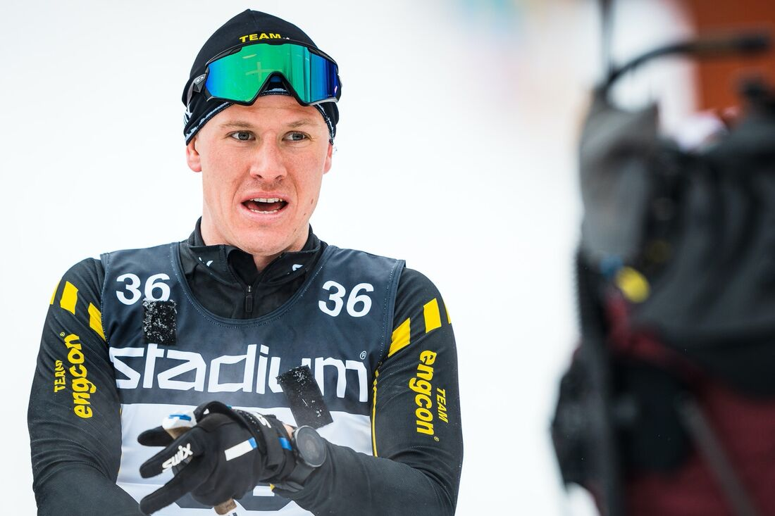 Nils Persson strax bakom mållinjen på Vasaloppet i vintras där han överraskande slutade på sjunde plats. FOTO: Visma Ski Classics/Magnus Östh.