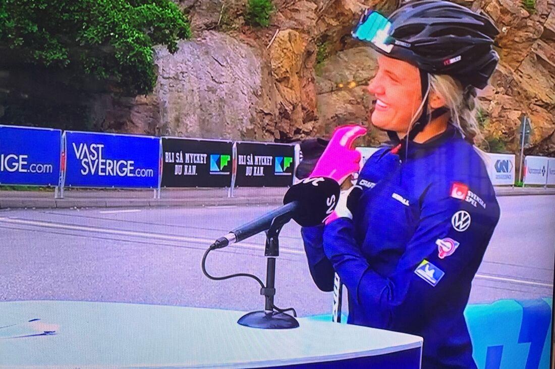 Linn Svahn intervjuas efter segern på 10 kilometer klassiskt i Trollhättan. FOTO: Från SVT:s sändning.