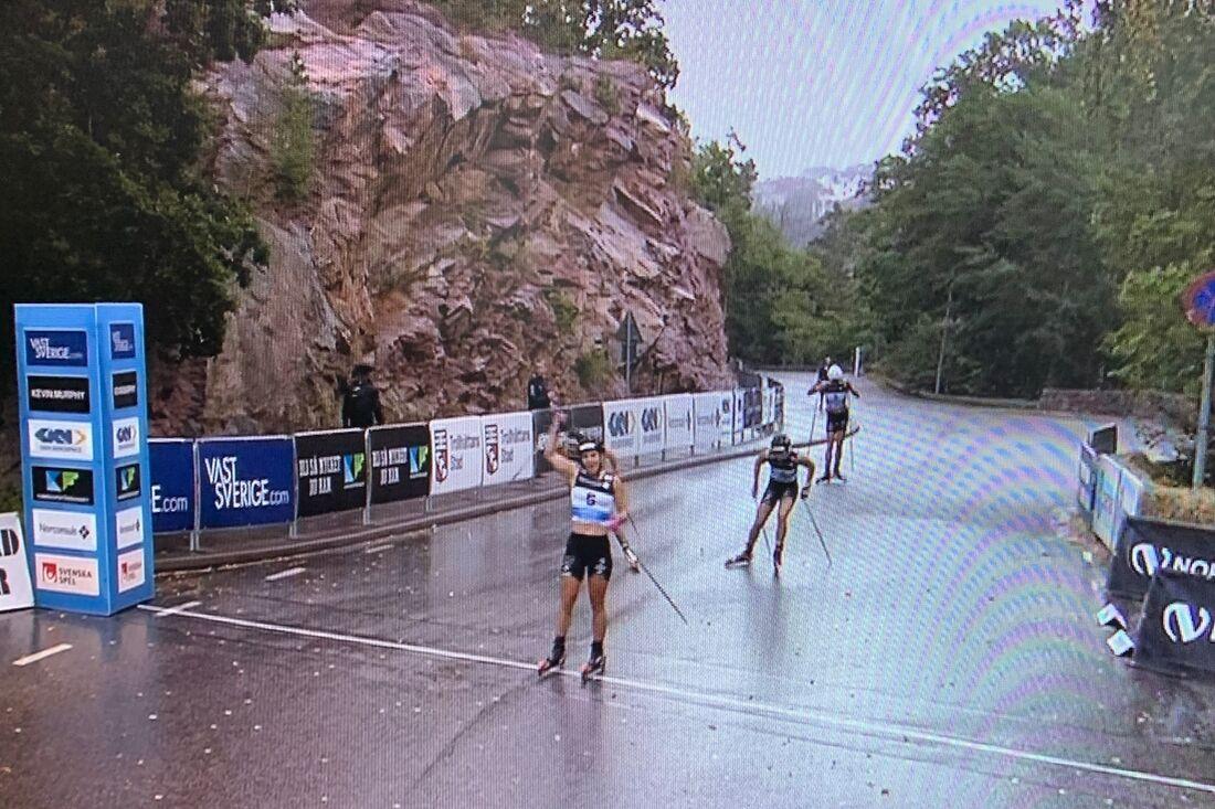 Johanna Hagström var starkast på rullskidsprinten i Trollhättan och vann närmast före Moa Lundgren. FOTO: Från SVT:s sändning.