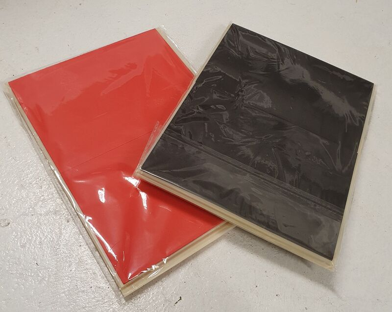 sort og rød knekkeplate